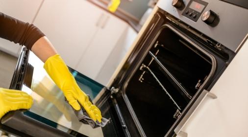 naturliga rengöringsprodukter för ugnsrengöring